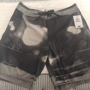 NWT Men's Oakley swim trunks. Size 38.